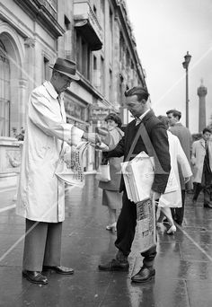 James Stewart buys a newspaper It was just another paper sold on O'Connell Street for Joe Treacy until he looked up at the customer: James Stewart. August 1962 Colourised by Pearse Old Pictures, Old Photos, Images Of Ireland, Ireland Pictures, Dublin City, Dublin Street, Ireland Homes, Vintage Soul, Dublin Ireland