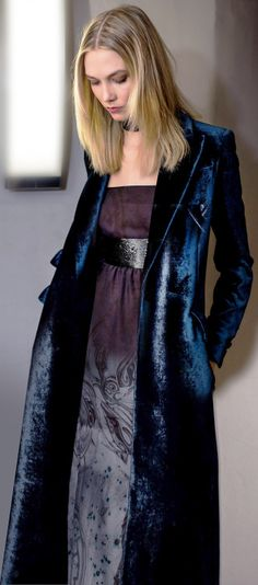 Emilio Pucci V winter fall Street Look, Winter Looks, City Style, Her Style, Cropped Jeans, Get Glam, Langer Mantel, Fashion Looks, Velvet Fashion