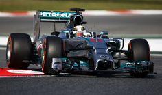 Le seconde libere del venerdì confermano che lo strapotere Mercedes continua. Dietro Hamilton e Rosberg di nuovo Ricciardo e Alonso ma a 8 decimi e a un secondo e uno. La McLaren conferma un discreto rendimento con entrambi i piloti, mentre la Lotus dà segnali di ripresa. Dopo i problemi della mattina, Vettel non gira nemmeno al pomeriggio.