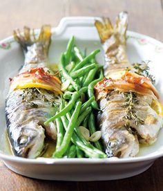 Baked trout with bacon, thyme and green beans Baked Trout, Best Food Ever, Fish Recipes, Asparagus, Green Beans, Seafood, Grilling, Bacon, Food And Drink