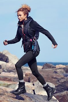 Climb every mountain in a breathable black lightweight padded jacket & sport pants. | H&M Sport