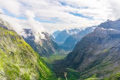 View from the top of Gertude's Saddle - Fiordland National Park - Wikipedia National Photography, Landscape Photographers, New Age, New Zealand, Natural Beauty, National Parks, Mountains, Nature, Naturaleza