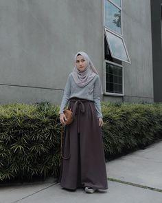 92 Followers, 6 Following, 23 Posts - See Instagram photos and videos from Love Ayuindriati (@lovayu) Modern Hijab Fashion, Hijab Fashion Inspiration, Muslim Fashion, Ootd Fashion, Fashion Outfits, Korean Fashion, Casual Hijab Outfit, Hijab Chic, Ootd Hijab