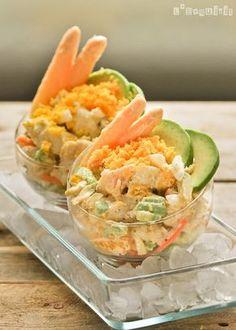 Cocktail of monkfish, orange and avocado. (in Spanish) Avocado Recipes, Raw Food Recipes, Seafood Recipes, Great Recipes, Snack Recipes, Cooking Recipes, Favorite Recipes, Healthy Recipes, Avocado Food