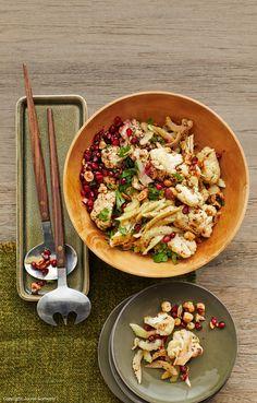 Salat mit geröstetem Blumenkohl und Haselnüssen Paella, Vegetable Pizza, Pasta Salad, Veggies, Low Carb, Yummy Food, Vegan, Cooking, Ethnic Recipes