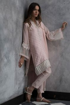 Treat yourself to the most luxurious designs and fabrics with Nida Azwer Luxury pret collection. Simple Pakistani Dresses, Pakistani Fashion Casual, Pakistani Dress Design, Pakistani Outfits, Indian Outfits, Indian Fashion, Pakistani Bridal, Ethnic Fashion, Stylish Dresses For Girls
