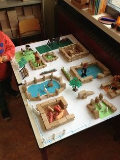 Great layout for construction and pretend play with small unit blocks and animals. Play Based Learning, Kids Learning, Diy For Kids, Crafts For Kids, Block Area, Small World Play, Play Centre, Farm Theme, Creative Play