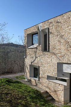 Stone House in Anavissos by Whitebox Architects The stone cottage design pics shown here feature cozy cottages. Organic Architecture, Facade Architecture, Residential Architecture, Architecture Awards, Contemporary Architecture, Landscape Architecture, Stone Exterior Houses, Stone Houses, Facade Design