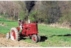 Reminds me of mountain vacations and Vermont Case Ih Tractors, Big Tractors, Farmall Tractors, Antique Tractors, Vintage Tractors, Vintage Farm, International Tractors, International Harvester, Tractor Photos