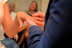 Ziviltrauung Standesamt Heiraten Location, Holding Hands, Wedding Church