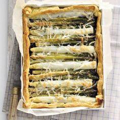 Boodschappen - Bladerdeeg plaattaart met witte en groene asperges