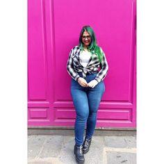 WEBSTA @ metauxlourds - Bon. Pour toutes les tailles-fines-gros-culs qui comme moi galerent à trouver un jean: go chez @fashionnovacurve ! Première fois que j'en trouve un qui me va.For all the thin-waist-big-butt's girls who can't find a proper pants like me: go to @fashionnovacurve !#jean #thickgirl #thisismyhappybody #bodypositive #bodyacceptance #bodyposi #effyourbeautystandards #novababe #fashionnova #fat #radfat #fatshion #plusmodel #plusmodelmag #curvy #curves #curvymodel #ootd…