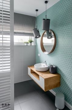 Tendencias losas y azulejos en baños y cocinas, cambian de forma y color - Decoración, DIY e ideas para decorar con vinilos Bathroom Cleaning, Bathroom Inspiration, Bathroom Decor, Amazing Bathrooms, Trendy Bathroom, Bathrooms Remodel, Bathroom Makeover, Tile Bathroom, Apartment Interior