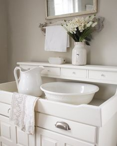 Shabby Chic Home Interiors – Decorating Tips For All Farmhouse Style, Farmhouse Decor, Primitive Bathrooms, Cottage Bathrooms, Dry Sink, White Cottage, Home Decor Pictures, French Country Decorating, White Decor