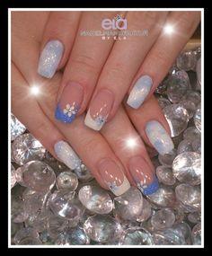 Winter Naildesign #blue #white #nailart #polish #glitter #frozen #nails #flowers #ice #falsnails #nd24