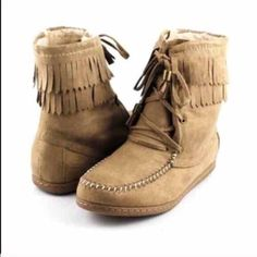 ⭐SIZES 5.5, 6⭐️NIB Taupe Sherpa Moccasins NIB Taupe Sherpa Moccasins. Soft Sherpa lining, fringe, and lace up front with stitch detailing. Rubber sole, side zipper closure. The perfect moccasin for fall and winter -- pair with skinnies and a sweater! RUNS TRUE TO SIZE. 🚫No Trades and No Paypal🚫Will not be restocked! Sold out of 6.5, 7, 7.5, 8, 8.5, 9, 10 Shoes Moccasins