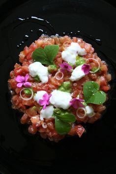 Sul blog qualche tempo fa: tartare di pomodori di Pachino http://www.qualcosadirosso.com/2014/04/qualcosa-di-rossopomodoro-quello-di.html