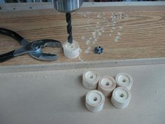 Make Your Own Knobs and Save / Fabriquez vos poignées et épargnez Make Your Own, How To Make, Woodworking, Diy, Woodworking Tools, Diy Welder, Bricolage, Do It Yourself, Carpentry