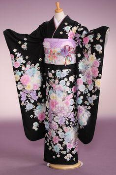 Yukata Kimono, Kimono Outfit, Boho Kimono, Kimono Jacket, Kimono Fashion, Traditional Japanese Kimono, Traditional Gowns, Japanese Love, Kimono Design