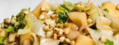 ***Buchweizensalat mit Apfel*** Heute habe ich wieder einen tollen Sommersalat für euch, der nicht nur schnell zubereitet und sättigend ist, sondern auch noch viele gesunde Inhaltsstoffe mitbringt. Dies liegt vor allem am Buchweizen. Der ist, anders als der Name vermuten lässt, kein Getreide, sondern ein Knöterichgewächs und stammt ursprünglich aus Eurasien. Aus der russischen Küche ist Buchweizen gar nicht wegzudenken, er ist dort quasi seit jeher das Superfood. ...
