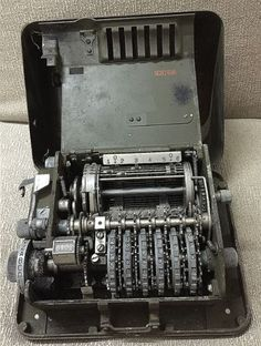 WW2-US-Military-Forces-M209A-Compact-Portable-Mechanical-Cipher-Machine-used1944