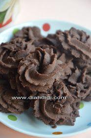 Diah Didi's Kitchen: Semprit Coklat Putih Telur Cracker Cookies, Biscuit Cookies, Biscuit Recipe, Yummy Cookies, Cookie Cakes, Indonesian Desserts, Indonesian Recipes, Indonesian Food, Diah Didi Kitchen