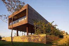 gartenmauer stein design palmen holzhaus sichtschutz vorgarten