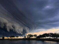 "Strange Sounds sur Twitter : ""Epic shelf #cloud engulfs #Cleveland #Ohio…"