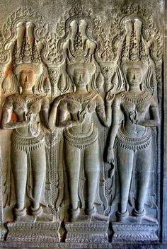A century Khmer temple in Cambodia, protects an incredible treasure: lifelike royal portrait carvings of 1800 ancient Angkor Wat women. Khmer Tattoo, Angkor Wat Cambodia, Artistic Visions, Khmer Empire, Ancient Goddesses, Historical Women, Thai Art, Ancient Mysteries, God Pictures