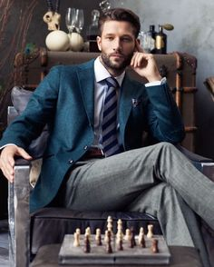 A slightly different business outfit for men - high quality and classic with a clear vintage look. Gentleman Mode, Gentleman Style, True Gentleman, Sharp Dressed Man, Well Dressed Men, Man Photography, Men Fashion Photography, Neue Outfits, Herren Outfit