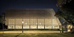 Galeria de Edifício Poliesportivo / Batlle i Roig Arquitectes - 15