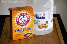 Learn how to unclog your drains naturally--great tips here! I gotta go try this right now. (Things To Try Baking Soda) Natural Cleaning Recipes, Natural Cleaning Products, Cleaners Homemade, Diy Cleaners, Drain Cleaner, Keep It Cleaner, Diy Drano, Cleaning Solutions, Toilet