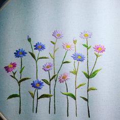 #자수#자수스타그램#친구선물#추억 Hand Embroidery Videos, Embroidery Works, Ribbon Embroidery, Machine Embroidery Designs, Embroidery Stitches, Lazy Daisy Stitch, Embroidery Flowers Pattern, Brazilian Embroidery, Japanese Embroidery