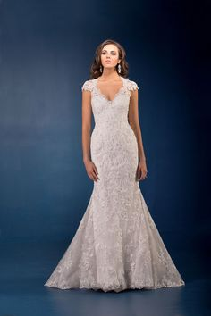 This neckline balances out pear-shaped figures – at Jasmine Couture