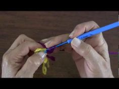 ▶ Flor Pensamiento (Pansy) tejida en crochet - YouTube - She's an AWESOME  teacher. So glad I speak some Spanish !