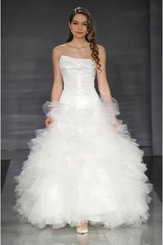 Sexy Strapless Ball Gown Sweep Train Tulle Wedding Dresses