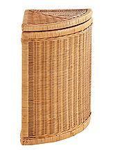 Spart Platz und bietet viel Stauraum! Aus Rattan, grau, weiß oder honigfarben lackiert. Aufklappbarer Deckel. Herausnehmbarer Einsatz mit Klettverschluss: 100% Baumwolle, waschbar. Ges.-H/B/T ca. 55/34/34 cm....