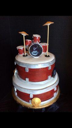 Pearl drumset cake. All fondant 100% edible.