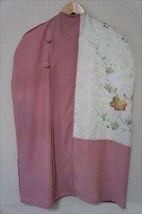 ハンガーにかけた洋服を、おしゃれにほこりから守ります。やわらかな正絹のきもの地で、和の雰囲気を楽します。梅のボタンがアクセントです。サイズ 約48センチ&ti... ハンドメイド、手作り、手仕事品の通販・販売・購入ならCreema。