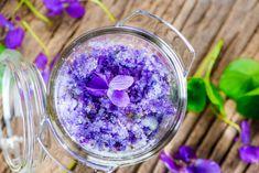 Großmutters aromatischer Veilchenzucker Sugar, Vegetables, Link, Food, Ancient Recipes, Violets, Medicinal Plants, Homemade, Salt
