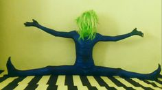Sebastián Wortys: Czech writer, philosopher, contortionist, artist, organic farmers, ... (splits, green, blue, strange, flexible, YouTube, sci-fi)