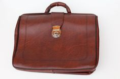 Hey, I found this really awesome Etsy listing at https://www.etsy.com/ru/listing/504876637/soviet-briefcase-vintage-mens-briefcase