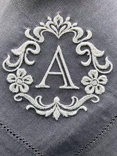 Monogrammed Napkins, Custom Napkins, Personalized Napkins, Linen Napkins, Cloth Napkins, Monogram Gifts, Monogram Letters, Casual Table Settings, Wedding Napkins
