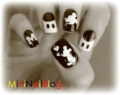 Mini Nail Blog: Mickey Mouse Nail Art Video (o^∇^o)ノ get out of Town!!! Who can do this!!! Lol @Cristina