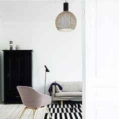 Our @sectodesign OCTO pendant by Finnish designer Seppo Koho, centre stage in a modern Danish home.  via @sectodesign  #danishredfurniture #scandinaviandesign #scandinavianmodern #secto #octo #pendantlight #minimalist #midcenturydanish #midcenturymodern #scandinavianlighting #seppokoho #arnejacobsen #ajfloorlamp #black #white #mauve #danishrugs #danishdecor #danishfurnituredesign #instore #highstarmadale