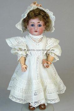 Антикварная немецкая кукла выпущена на фабрике Johann Daniel Kestner в 1898-1902 годы. Размер куклы 32 см. На голове маркировка производителя «А Made in Germany 5 167».   #dolls #dollcollection #Kestner #JDK #антикварнаякукла #фарфороваякукла #кукла