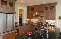 Idea of the Day: Gray kitchen cabinets in traditional homes. (By Crown Point Cabinetry) Grey Kitchen Cabinets, Shaker Cabinets, Kitchen Paint, Updated Kitchen, New Kitchen, Kitchen Dining, Kitchen Ideas, Kitchen Reno, Kitchen Inspiration
