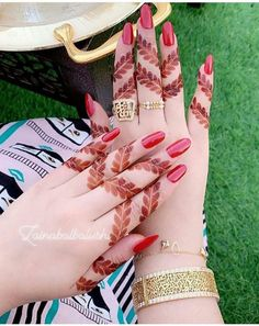 Creative Finger Mehndi Designs for Brides images on Designspiration Modern Henna Designs, Full Mehndi Designs, Latest Henna Designs, Finger Henna Designs, Henna Art Designs, Mehndi Designs For Beginners, Mehndi Designs For Girls, Mehndi Design Pictures, Wedding Mehndi Designs