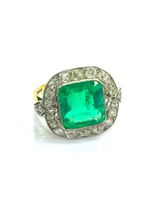 Classic Colombian emerald setting with old cut diamonds on an antique ring