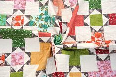 The Violet Quilt - A New Pattern | Kitchen Table Quilting Colchas Quilting, Quilting Rulers, Strip Quilts, Quilt Blocks, Fabric Combinations, Chevron Quilt, Quilt Top, Baby Quilts, Scrappy Quilts
